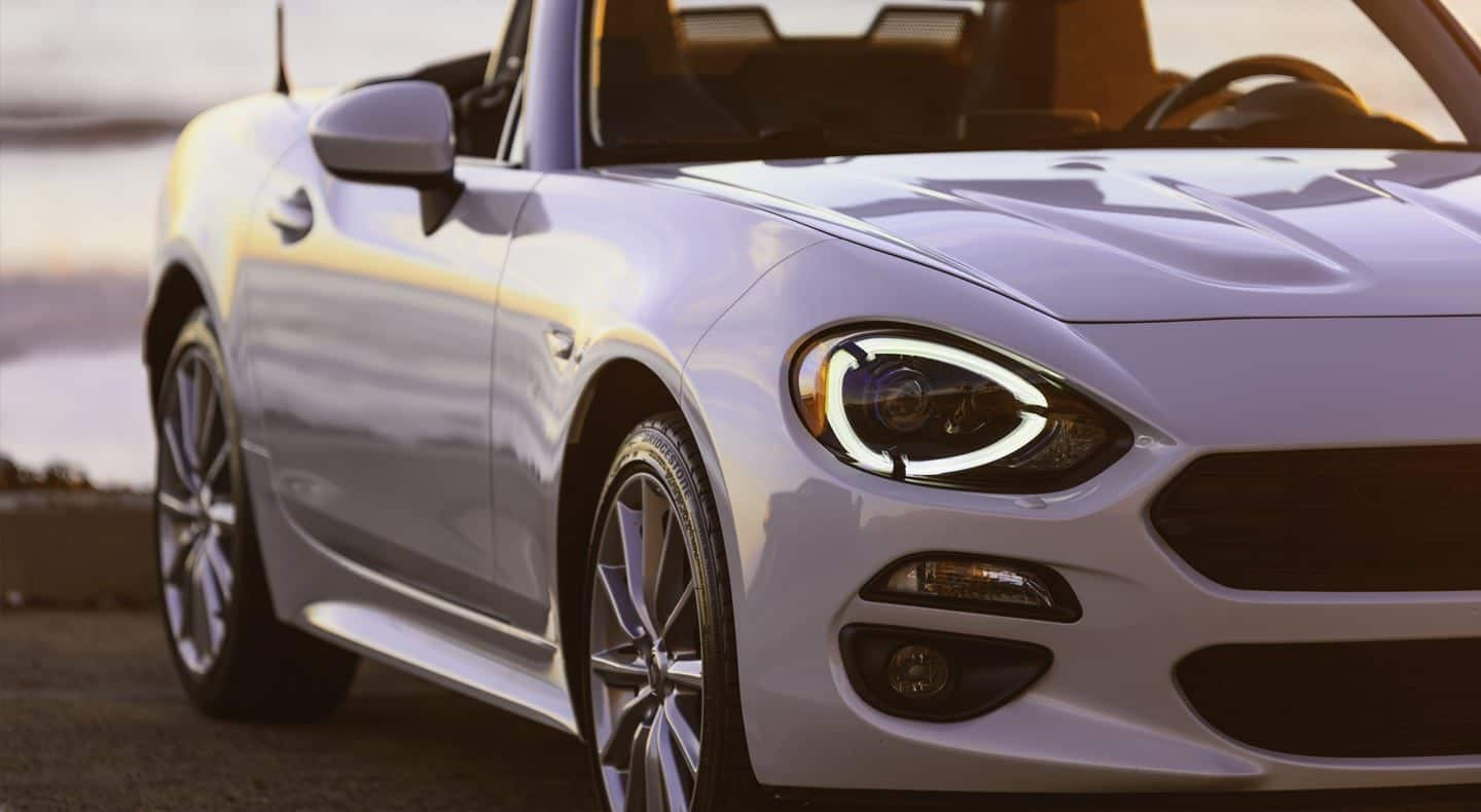 Display With graceful curves, sleek lines and standard 17-inch premium silver aluminum wheels, the 2019 Fiat 124 Spider Lusso will get you noticed everywhere this roadster takes you. Shown in Briliante White.